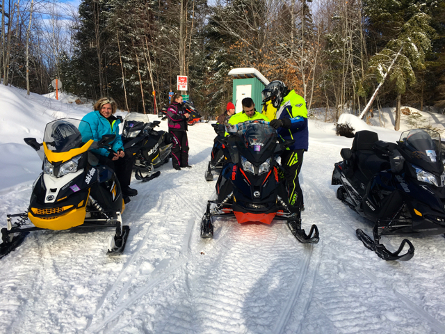 snowmobile auberge le cabanon