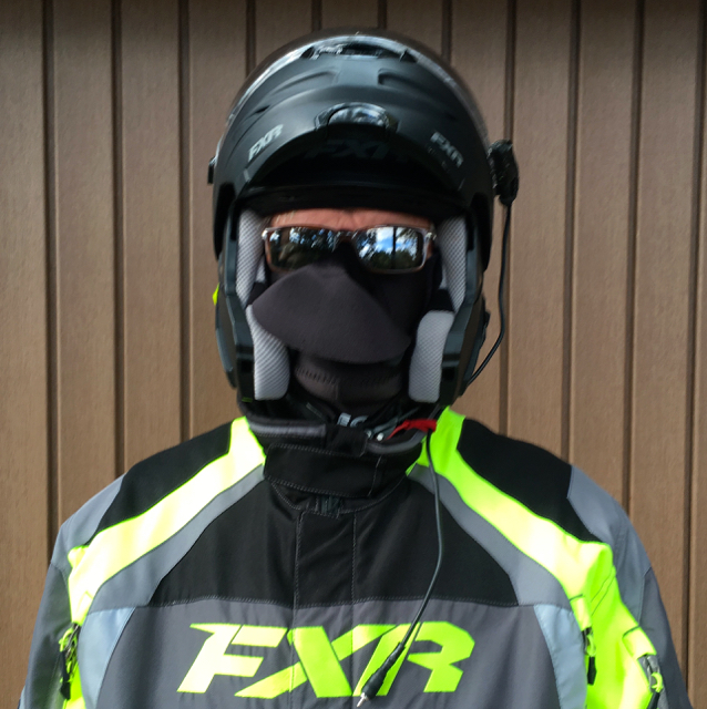 Snowmobiler with visor anti-fogging helmet and No Fog Mask
