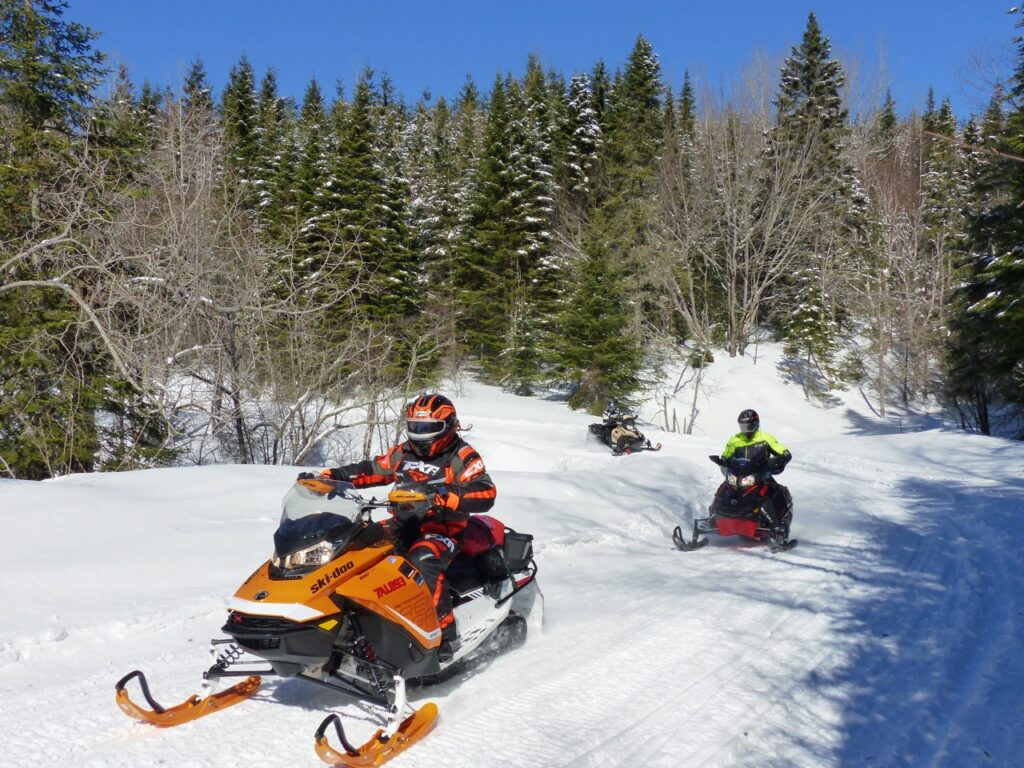 3 touring snowmobilers thinking like pros