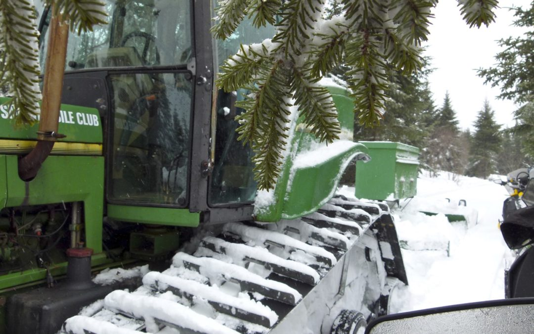 Tips For Meeting Snowmobile Trail Groomers