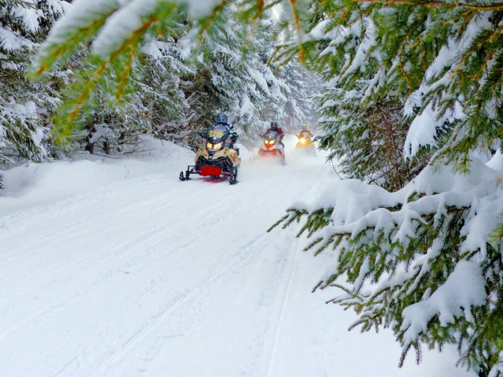 3 snowmobilers discovering Ontario snowmobiling tour destinations